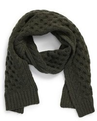 Мужская мода. Темно-зеленые вязаные шарфы. Аксессуары