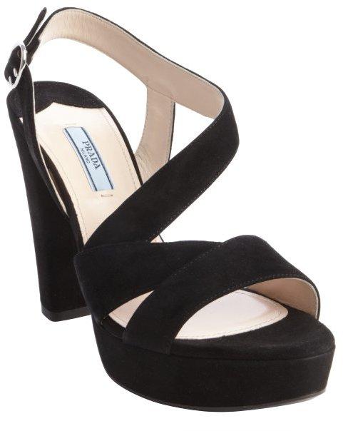 Черные замшевые массивные босоножки на каблуке от Prada