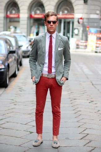 Модный лук: темно-синий пиджак, серая футболка-поло
