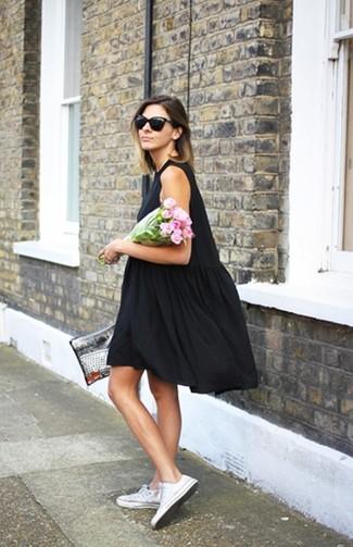 Черно белое платье с кедами