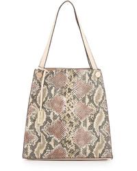 Бежевая кожаная большая сумка со змеиным рисунком