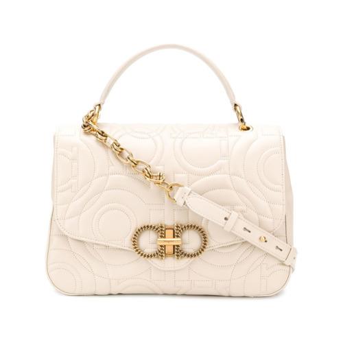 2d56e554f2df Бежевая кожаная сумка-саквояж от Salvatore Ferragamo, 109 728 руб ...