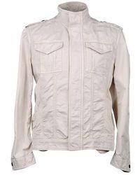 Бежевая куртка в стиле милитари