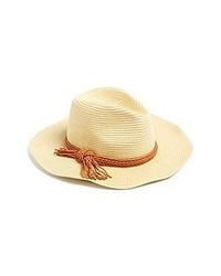 Бежевая соломенная шляпа