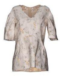 Бежевая шелковая блуза с коротким рукавом с цветочным принтом