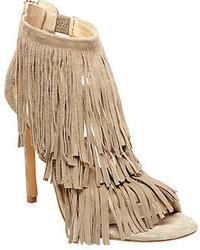 Бежевые замшевые босоножки на каблуке c бахромой