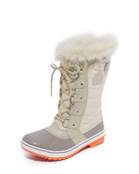 Бежевые зимние ботинки