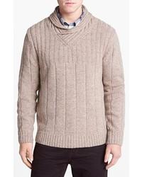 Бежевый свитер с отложным воротником