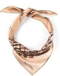 Бежевый шелковый шарф с принтом