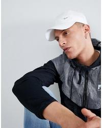 Мужская белая бейсболка от Nike