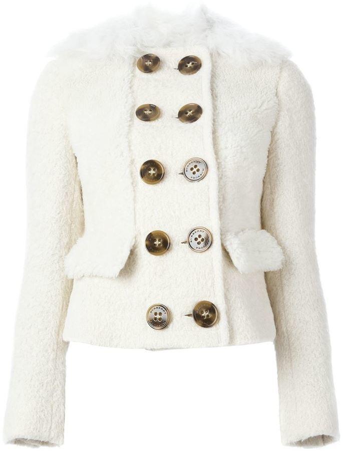 80e7ac24667d Женская белая короткая шуба от Burberry   Где купить и с чем носить