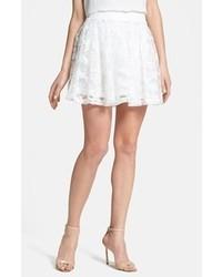 Белая кружевная короткая юбка-солнце