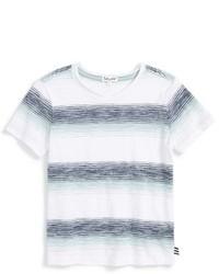 Белая футболка в горизонтальную полоску