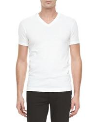 Белая футболка с v-образным вырезом