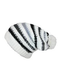 Белая шапка в горизонтальную полоску