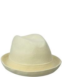 Белая шерстяная шляпа