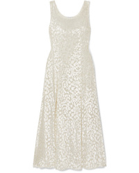 Белое бархатное платье-макси