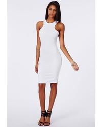 Белое вязаное облегающее платье