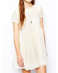 Белое кружевное повседневное платье