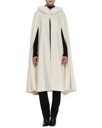 Белое пальто-накидка