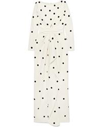 Белое платье-макси в горошек