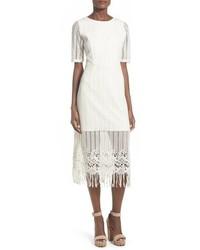 Белое платье-миди c бахромой