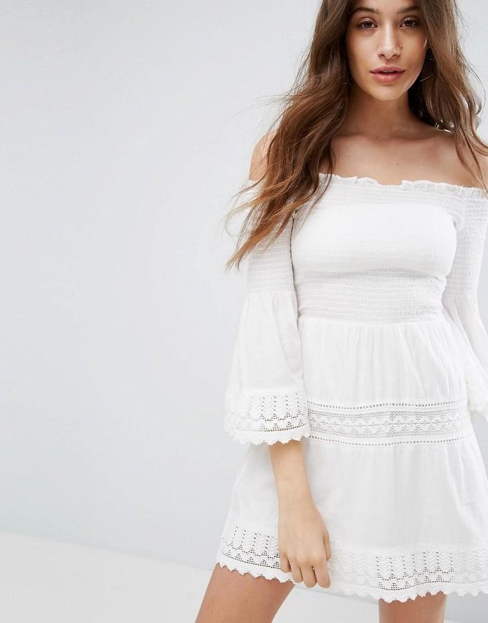 9eaa98aa9b2 ... Белое платье с открытыми плечами крючком ...