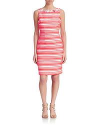 Бело-красное платье-футляр в горизонтальную полоску