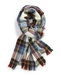 Бело-красно-синий шарф в шотландскую клетку