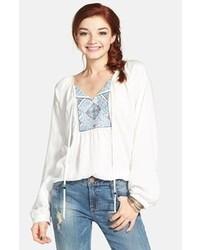 Бело-синяя блуза-крестьянка с вышивкой