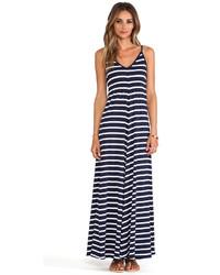 Бело-темно-синее платье-макси в горизонтальную полоску