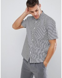 Бело-черная рубашка с коротким рукавом в вертикальную полоску
