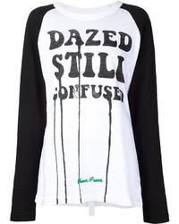 Бело-черная футболка с длинным рукавом с принтом