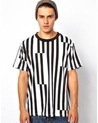 Бело-черная футболка с круглым вырезом в вертикальную полоску