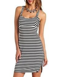 Бело-черное облегающее платье в горизонтальную полоску