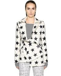 Бело-черное пальто с принтом