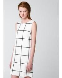 Бело-черное повседневное платье в клетку