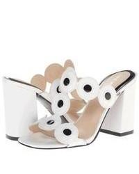 Бело-черные кожаные босоножки на каблуке