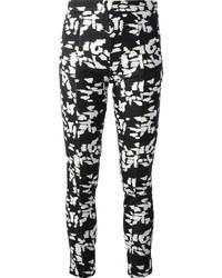 Бело-черные узкие брюки с принтом