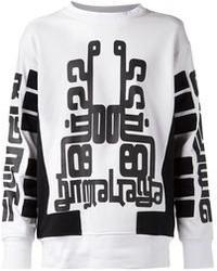 Бело-черный свободный свитер с принтом