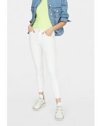 Белые джинсы скинни от Stradivarius