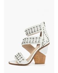 Белые кожаные босоножки на каблуке с шипами от Brulloff