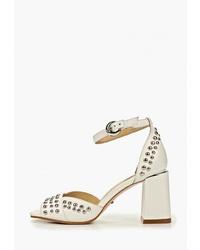 Белые кожаные босоножки на каблуке с шипами от Vitacci