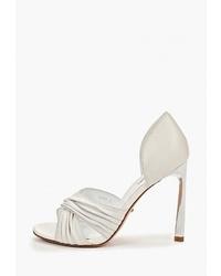 Белые кожаные босоножки на каблуке от Vitacci