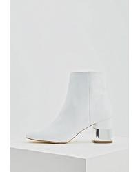 Белые кожаные ботильоны от Love Moschino