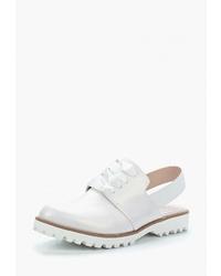 Белые кожаные сандалии на плоской подошве от Chezoliny