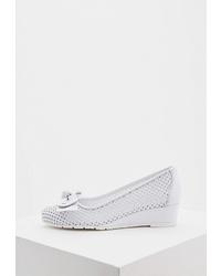 Белые кожаные туфли на танкетке от Baldinini