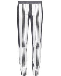 Белые узкие брюки в вертикальную полоску