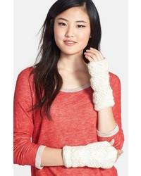 Белые шерстяные перчатки