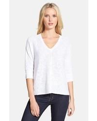 Белый свитер с v-образным вырезом